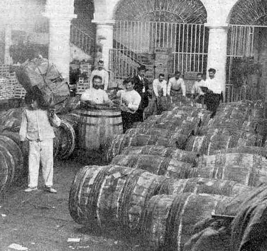 American-owned honey warehouse in Havana in 1902.