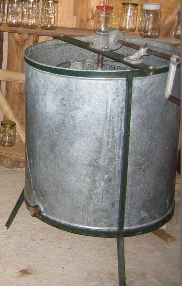 hand-cranked-extractor