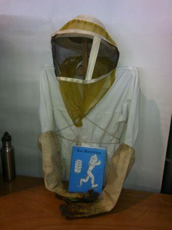 empty-beekeeper-and-bad-beekeeping